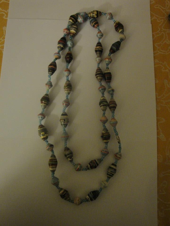 014 Ogrlica od papira, ručno izrađena, dugačka 100 cm