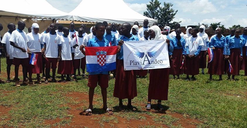 Dječica sa zastavama
